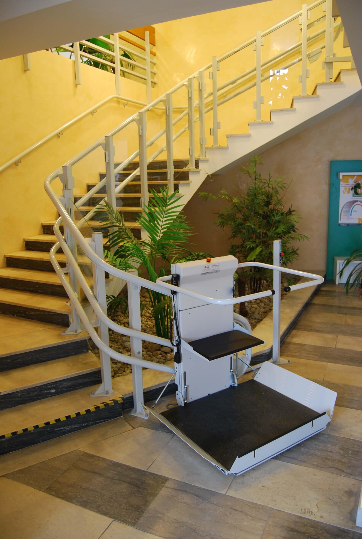 Installation d'une plateforme monte-escalier