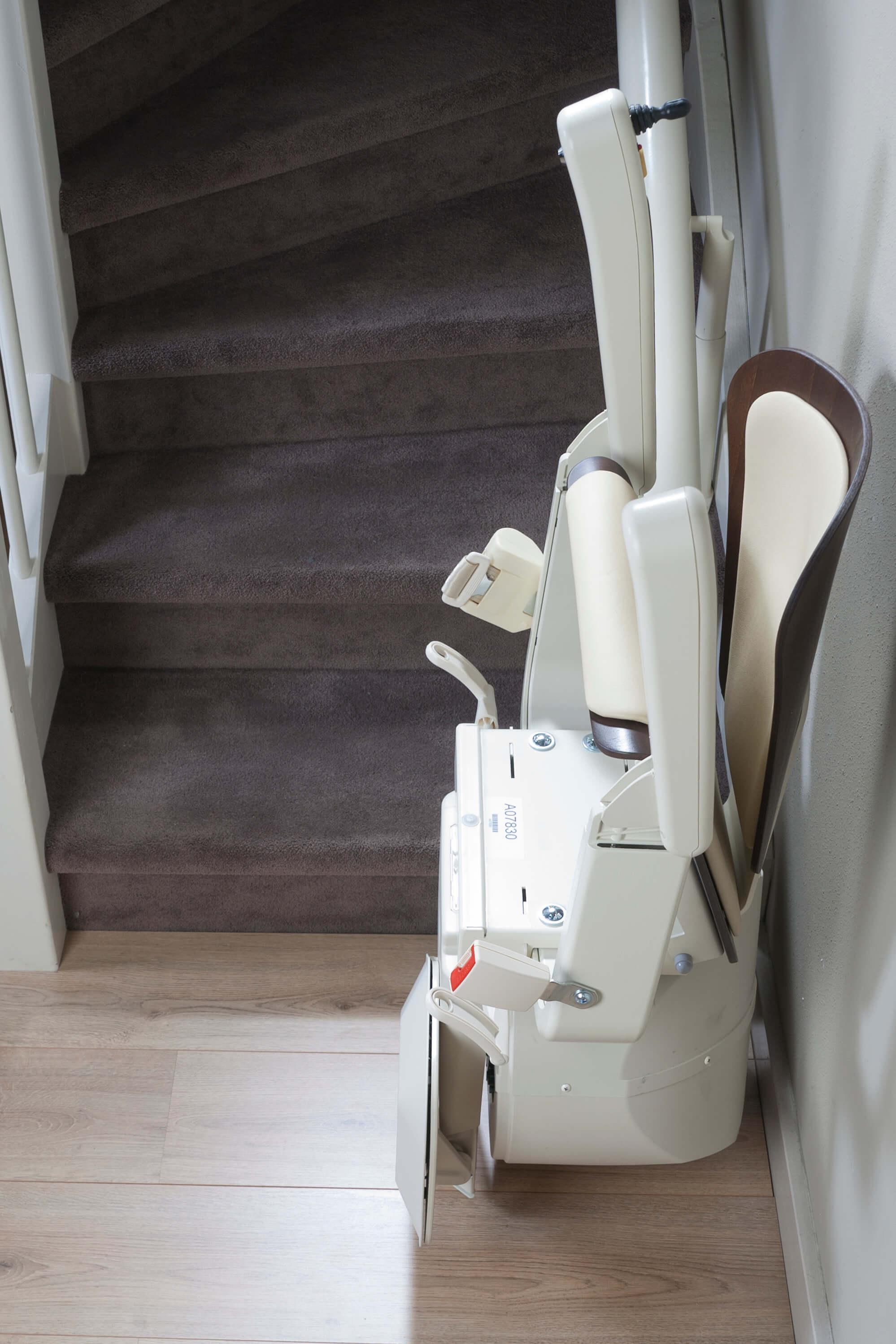 Siège monte-escalier plié